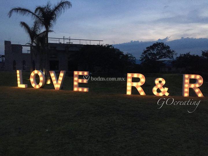 Letras LOVE con Focos