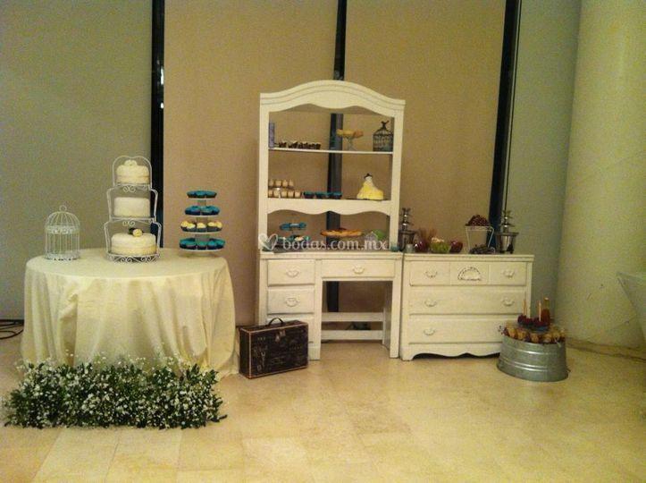 Mesa de postres y pastel