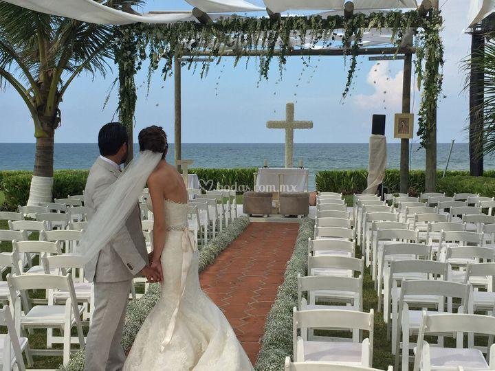 Ceremonia al pie del mar