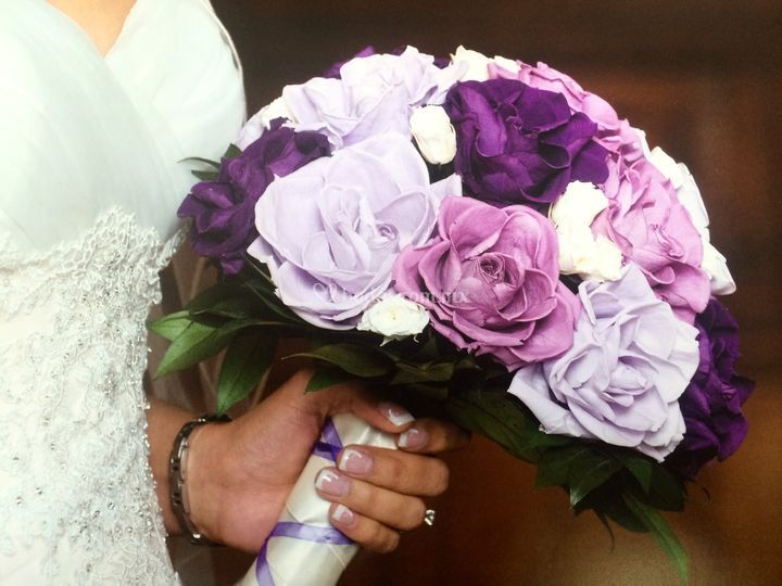 Bouquet rosas morado y lila