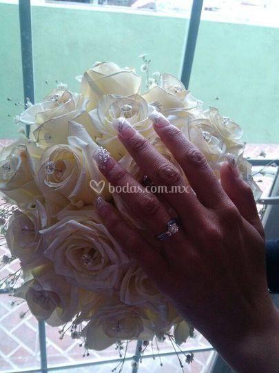 Ramo y uñas de novia