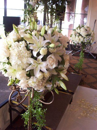 Pedestales con flores
