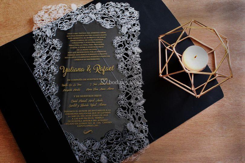 Elegante invitación corte láser