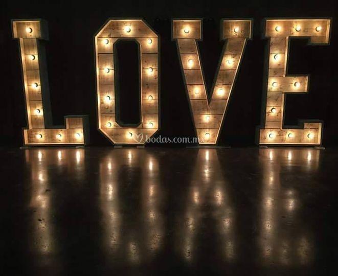 Letrero LOVE rustico con luz