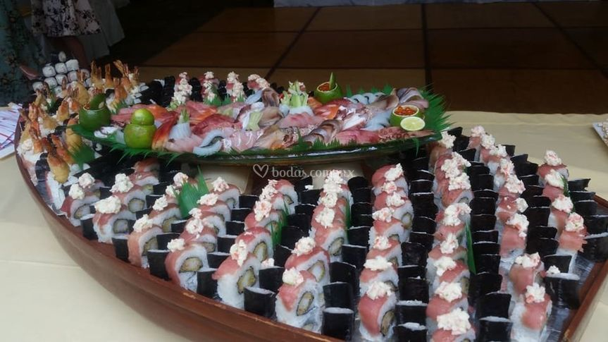 Barco de bocadillos japoneses