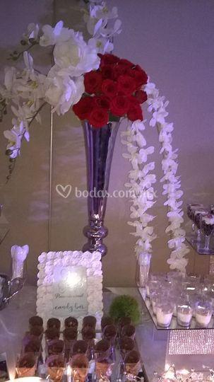 Mesa con arreglo floral