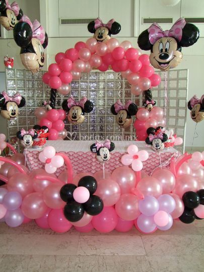 Mesa infantil con globos