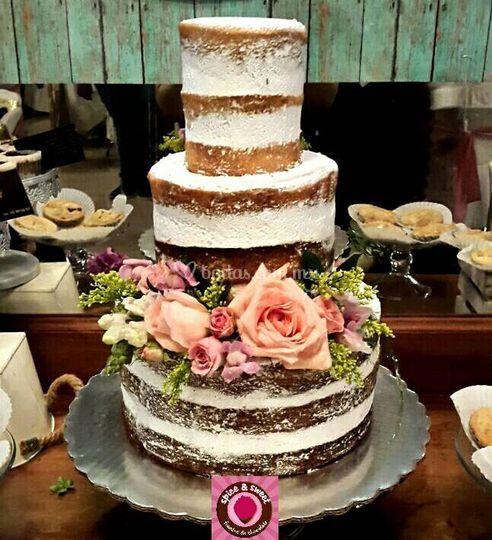 Pastel naked cake 3 pisos