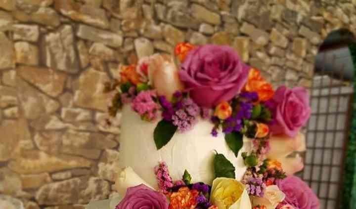 Pastel betún con flores natura