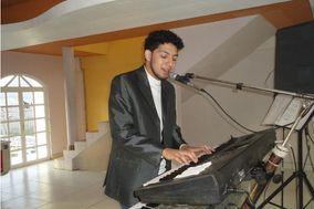 Tecladista Elvis Antonio