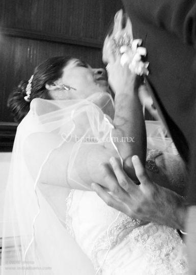 El primer beso de esposos.....