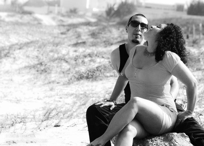 Lilia y Emmanuel, en la playa.