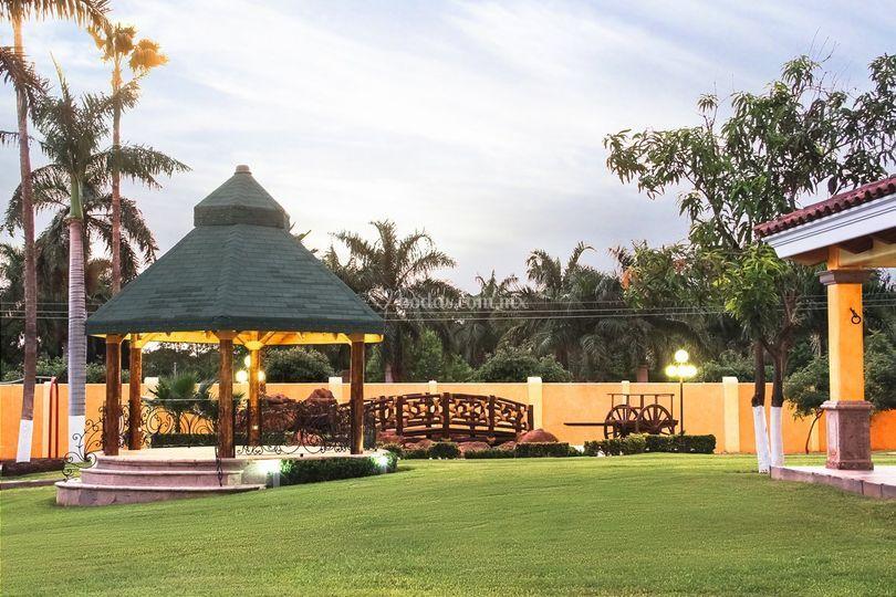 Kiosko y Jardín