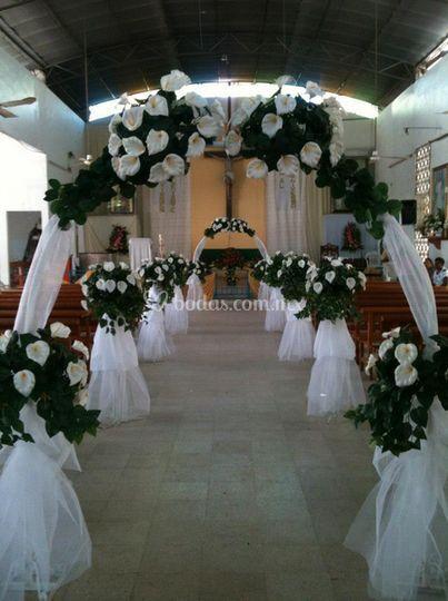 Decoraciones florales para iglesias - Arreglos de flores para bodas ...