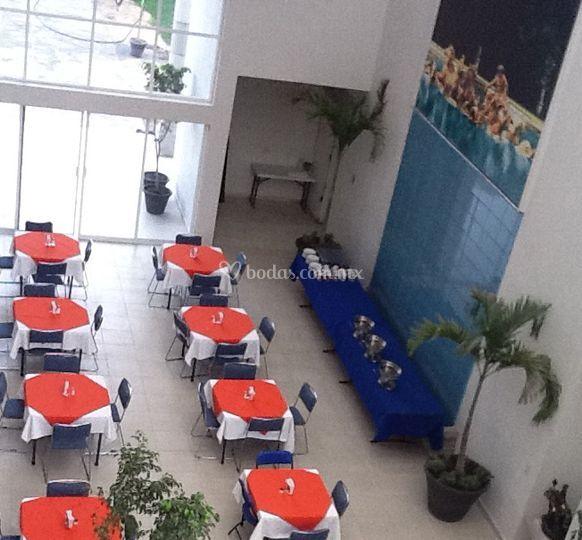 Mesas decoradas en naranja