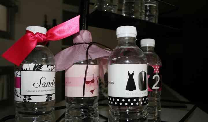Botellitas de agua personalizadas
