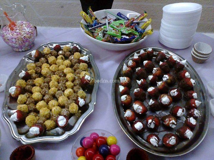 Frutas cubiertas y rellenas
