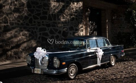 Mercedes decorado para boda