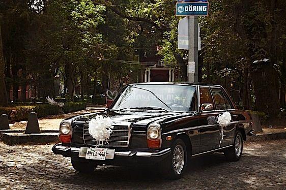 Mercedes Benz 1974 negro