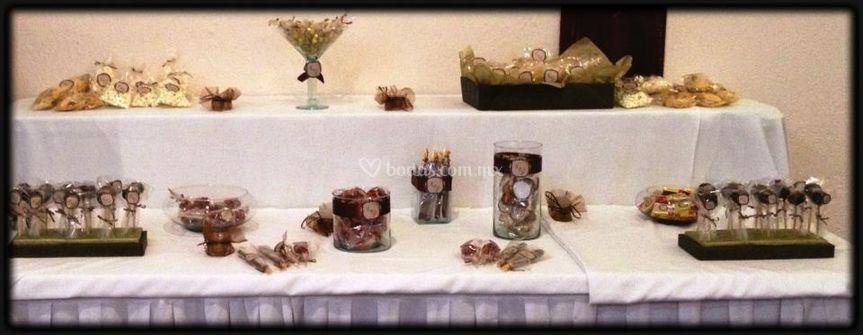 Mesa de dulces y chocolate