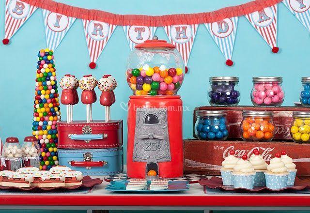 Mesa de dulces de colores
