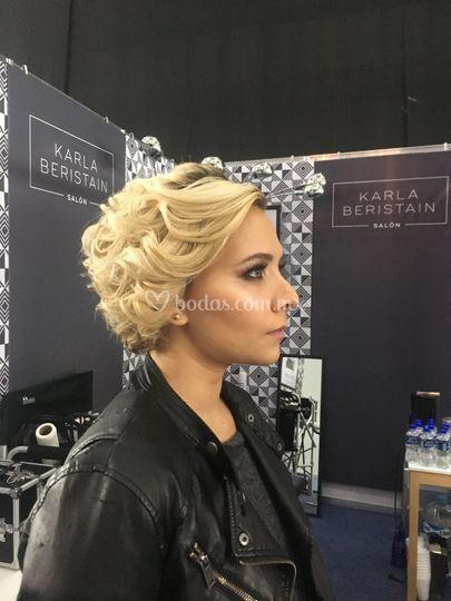 Dama maquillaje y peinado