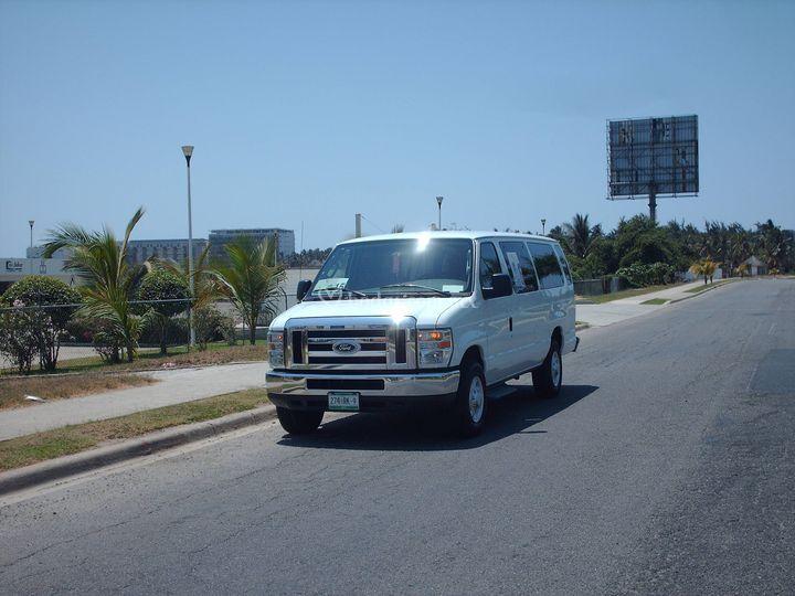 Autos y camionetas para eventos        Van 2010