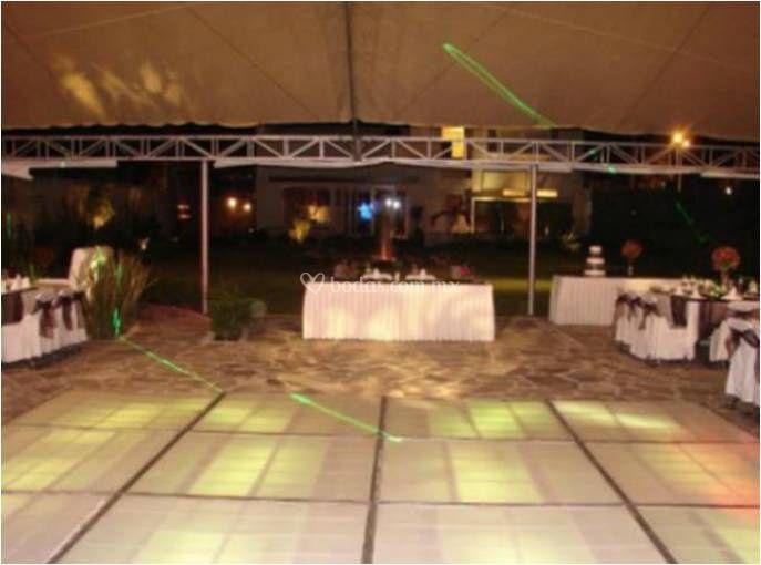 Mesa de novios y pista de baile