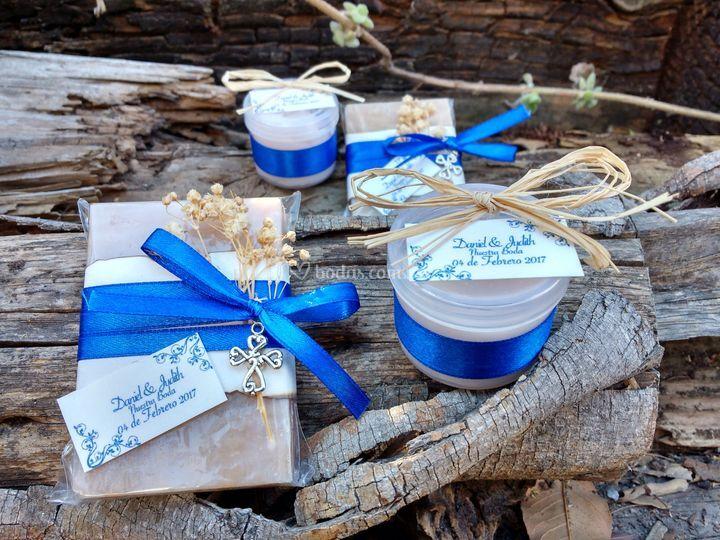 Crema y jabón en azul rey