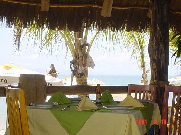 Mesa junto a la playa