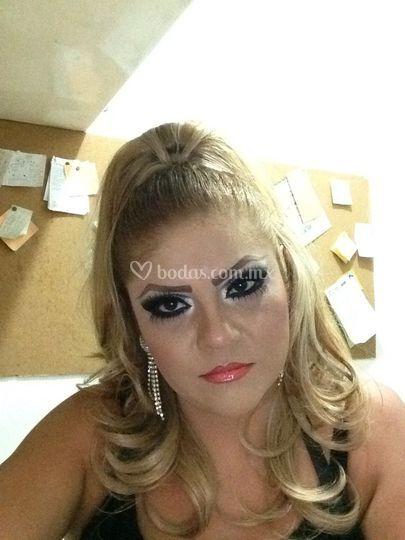 Un maquillaje smoking