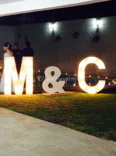 Mega letras iluminadas