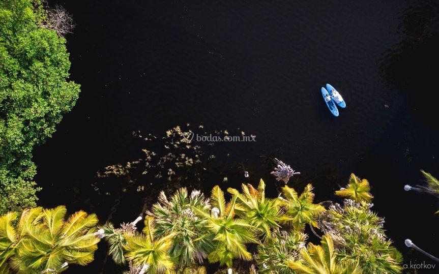 Flotando en la laguna