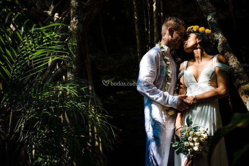 Cenote buho trahs the dress
