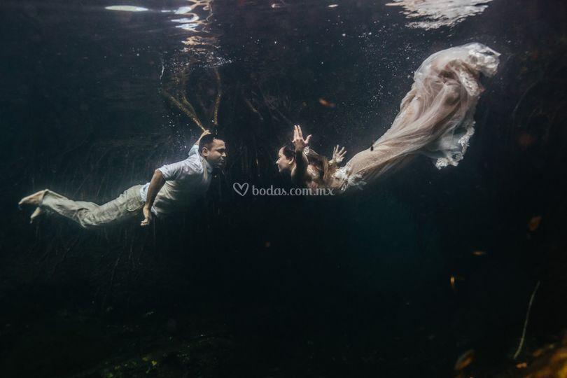 Trash the dress - Underwater