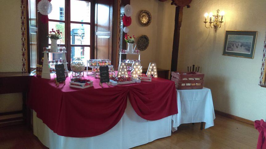 Mesa dulces boda tono rojo