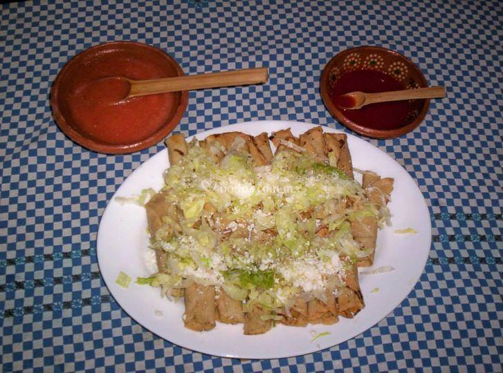 Mini tacos dorados