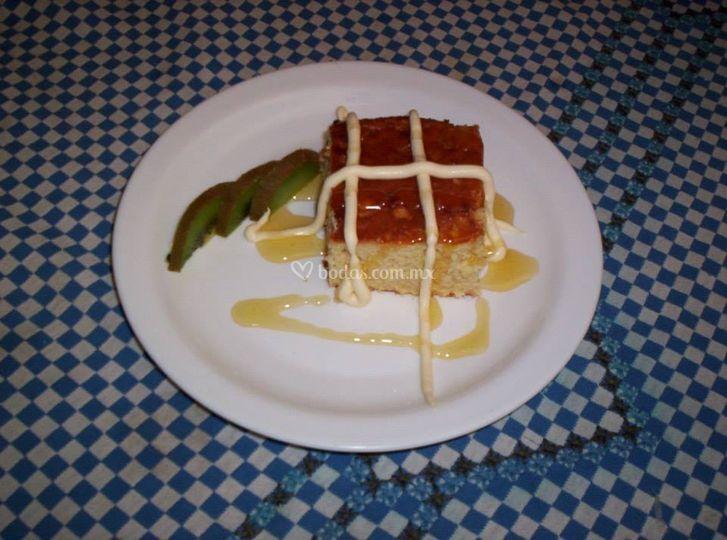 Pan de elote con crema y miel