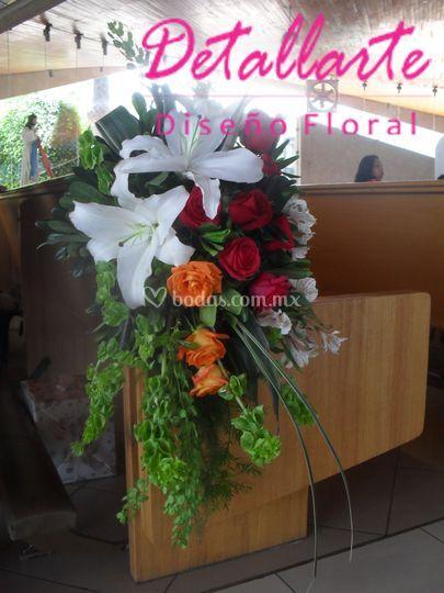 Arreglo de rosas y casablancas