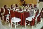 MESA CUADRADA ROJO OXIDO de Los Arcos Banquetes