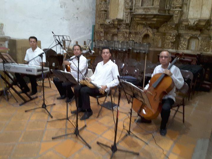 Pianista, violines y cello