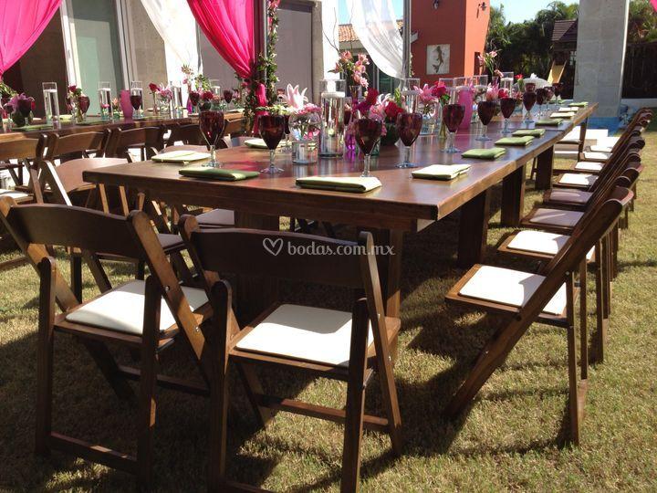 Mobiliario para eventos for Mesas y sillas rusticas
