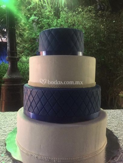 Pastel azul marino