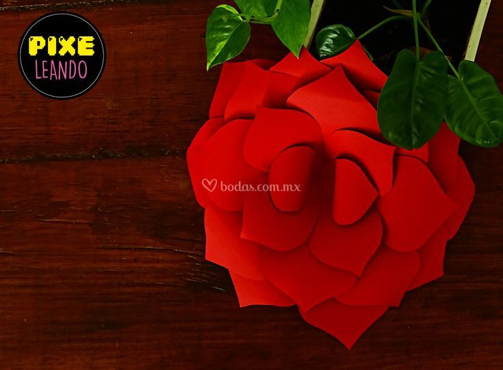 Flor de papel decorativa