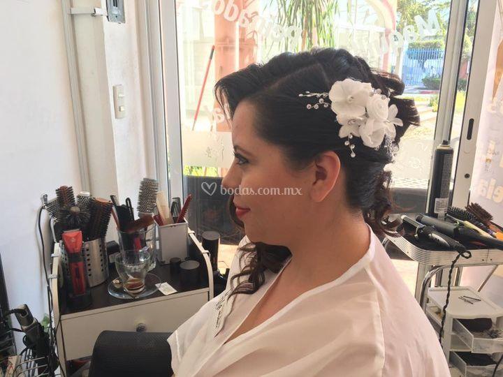 Peinado y tocado de novia