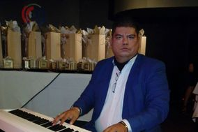 Carlos Almanza - Pianista