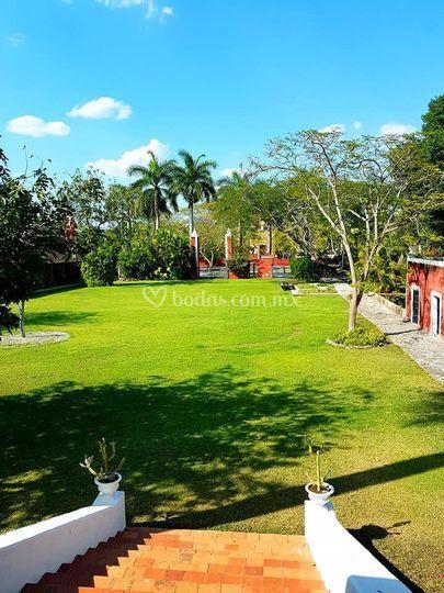 Jardín de la casa principal