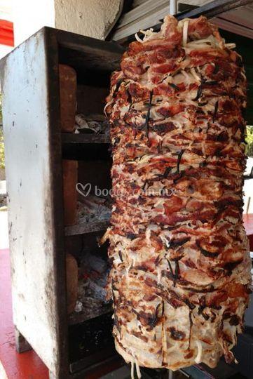 Carne y cebolla asada al carbón