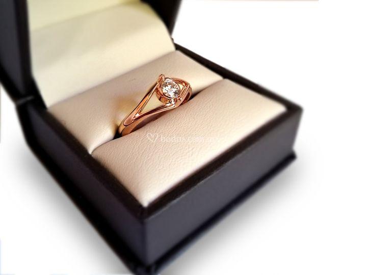 Anillo oro rosa con diamante