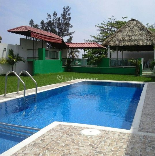 Jardin de eventos las iguanas for Jardin con alberca